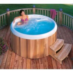 "Anti-slip spa step 27"" Cedar wood"
