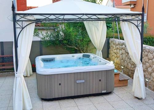 Europese 5 persoons jacuzzi 4999€ alles inbegrepen